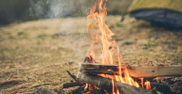 Kamp Ateş Yakmak