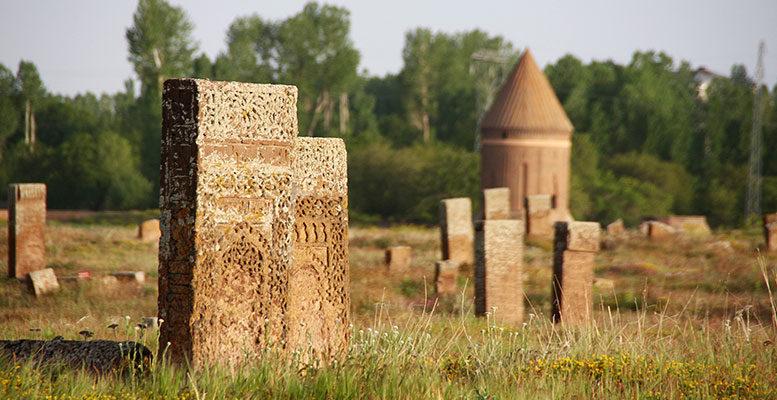 Ahlat Tarihi Camiler ve Kümbetler